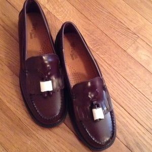 Bass Weejuns Shoes - BASS WEEJUNS LOAFERS with TASSLES - NWOT