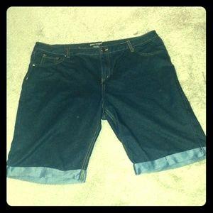 like an angel Pants - Bermuda shorts