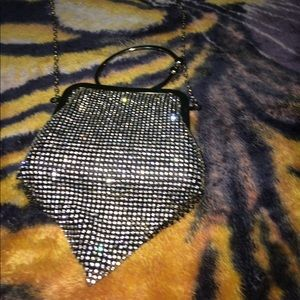 Que Handbags - A Diamond Clutch