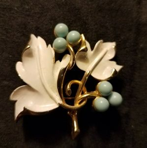 Vintage Jewelry - VTG Sarah Coventry Enamel Brooch