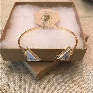 Bondhu Jewelry - 🌺 White Howlite Arrow Bracelet