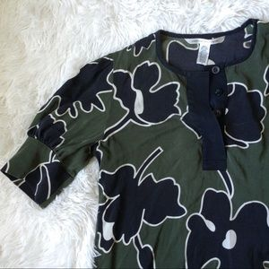 DVF green+black silk short sleeve half button top