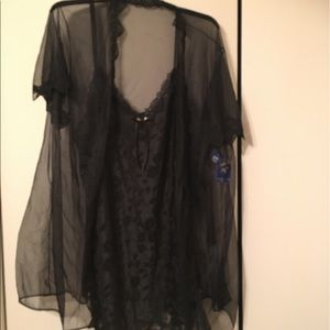 Triangle Other - 2 piece black chemise with sheer robe