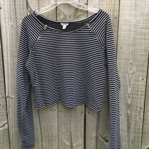 Guess Tops - Guess Long Sleeved Crop Top