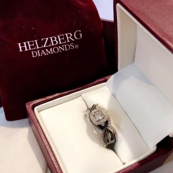 9afff69319361 Helzberg Engagement Ring w/Wedding Bands