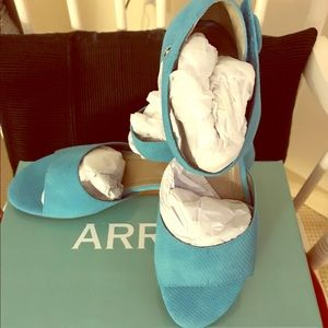 Array Shoes - Brand new Array teal sandals size 9 Narrow.