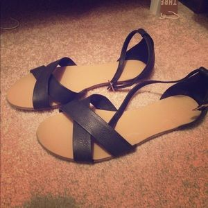 Shoes - Black leather sandals