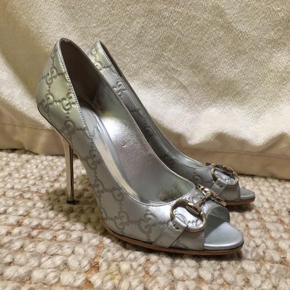 b9ed4e9e323 Gucci Shoes - Gucci Peep Toe Signature