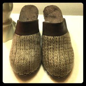 Muk Luks Shoes - MUK LUK Fur lined clogs