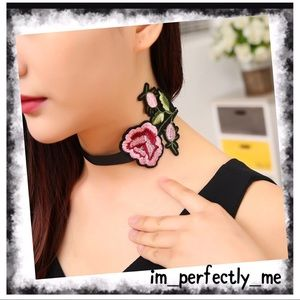 Jewelry - EMBROIDERED FLOWER CHOKER
