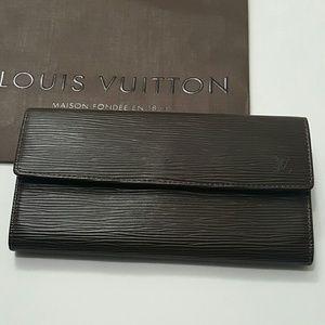 ⤵⤵EUC Louis Vuitton Epi Leather Sarah Wallet