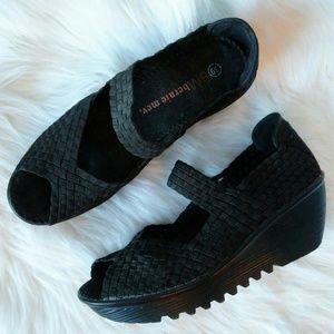bernie mev. Shoes - 🎀Auction Black Bernie Mev Open Toe Wedges