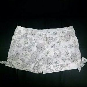 Floral Patterned Side Tie Shorts