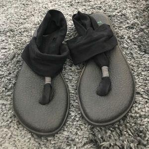 Shoes - Sanuk sandals black