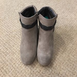 White mountain ankle boots size 8