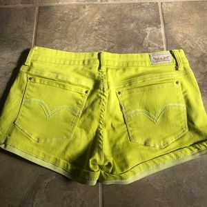 Levi's yellow shorty short!!