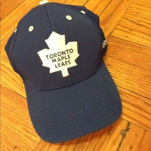 Reebok Other - 🤷🏼‍♂️like new Toronto maple leafs hat! 🤷🏼‍♂️
