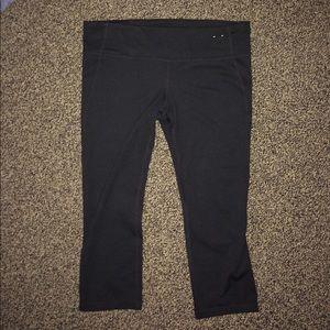 GAP Pants - Gap fit black Capri leggings