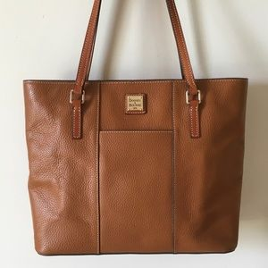 Dooney & Bourke Handbags - ❤️WEEKEND SALE❤️ Fabulous Dooney & Bourke tote