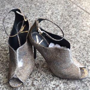B Brian Atwood Shoes - Beautiful metallic shoe Brian Atwood