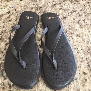 Sanuk Shoes - Brand new brown flip flops