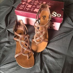 SO Shoes - Adorable sandals- like New!
