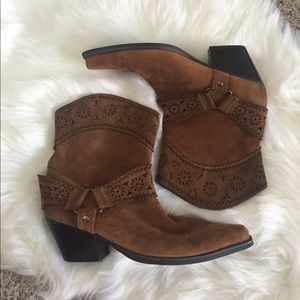 me too Shoes - Me Too Tan Point Toe Ankle Boots