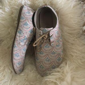 Sanuk Shoes - Sanuk Lace Up Flats