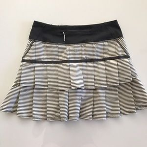 [lululemon] women's white skirt skort 2/4