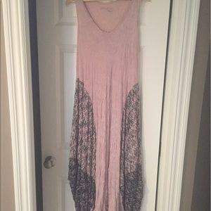 Lauren Vidal Dresses & Skirts - Lauren Vidal long sleeveless dress
