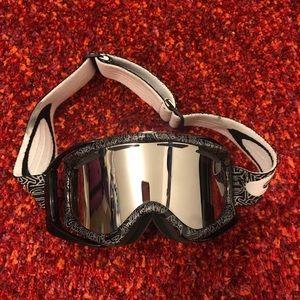 Oakley Other - Oakley High Definition Ski Goggles