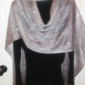 2 Chic Accessories - Scarf/light wrap