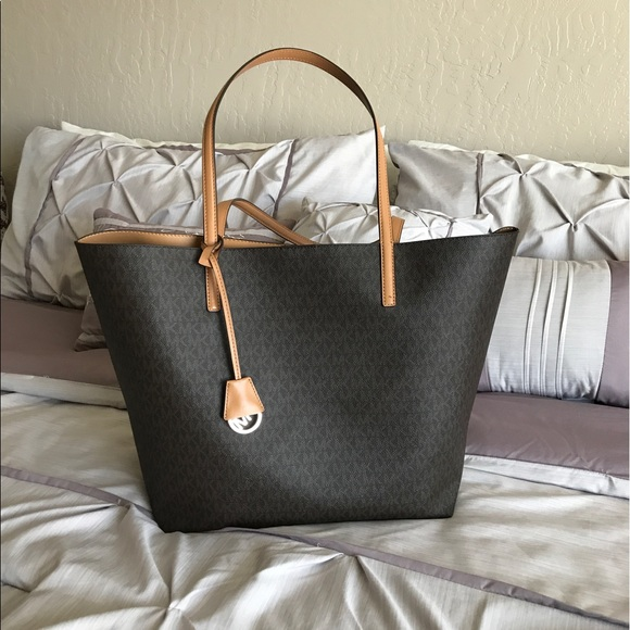 6b79ac115a1c Michael Kors Bags | Reserved For Courrtneeyxo Mk Large Hayley Tote ...