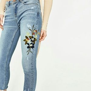 Zara Mid-blue Embroidered Mid-size Jeans Sz 2
