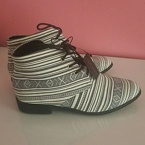 Shoes - NEW Geo Print Lace-up Ankle Booties