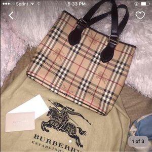Burberry Handbags - Burberry purse! 👛