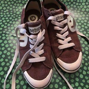 Etnies Other - Men's brown and cream etnies. Size men's 8.5