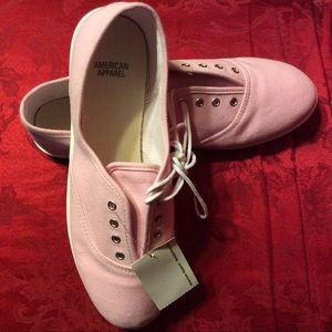 ⬇️NWT American Apparel Unisex Tennis shoes.