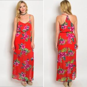 Dresses & Skirts - Fun and flirty floral maxi