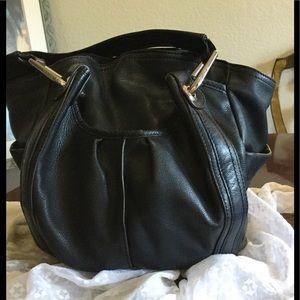 b. makowsky Handbags - B. MAKOWSKY Leather Hobo NEW PRICE! 👜😎