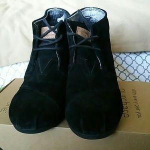 Toms black booties