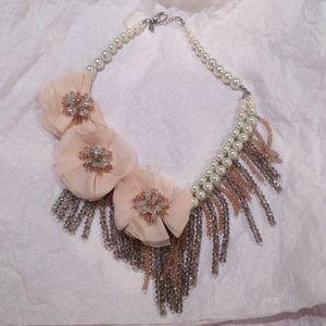 Jewelry - Gorgeous Statement Necklace
