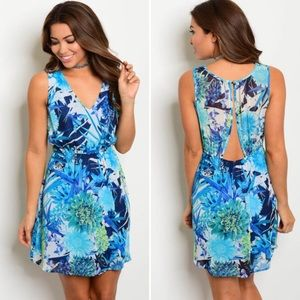 Dresses & Skirts - 💐Blue floral dress💐