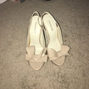 Nude strap heel with bow