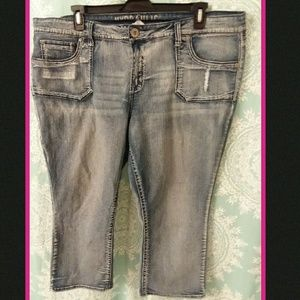 Really cute distressed jean capris