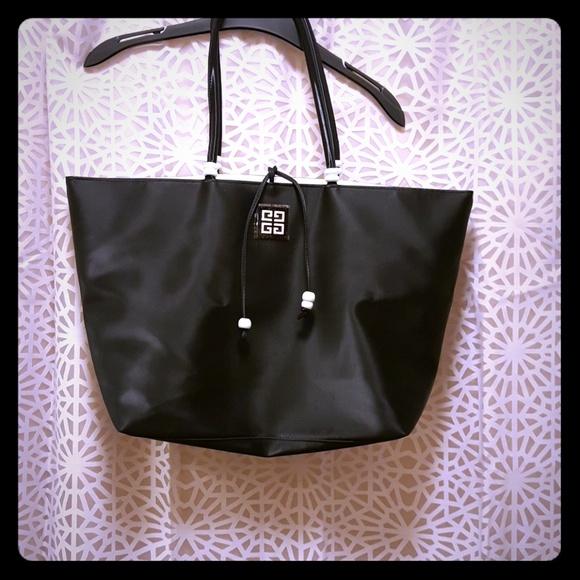 9b74e534e Givenchy Handbags - Givenchy B&W Vinyl Tote 🐼💗