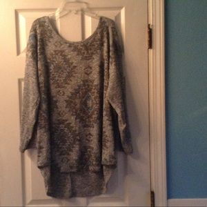 Absolutely FAMOUS Tops - NWOT baby blue & grey Aztec print top💙💙