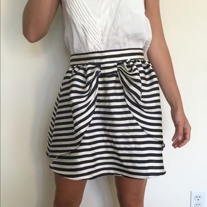 HP👗Cute H&M Striped Skirt Navy and Cream Size 6
