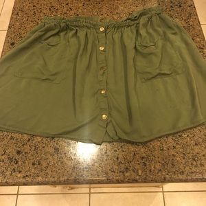 Dresses & Skirts - At green botton up skirt with pockets
