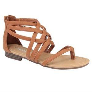 ☀️SALE☀️NWT Tan Strappy Zip Back Sandals
